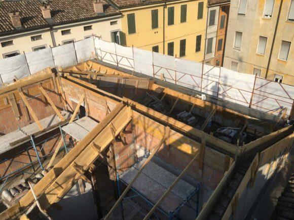 Piazzale S. Maddalena (PR) Cordoli in cemento armato per tetto